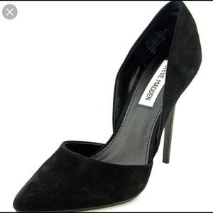 Steve Madden Black Pointed Varsity Heel